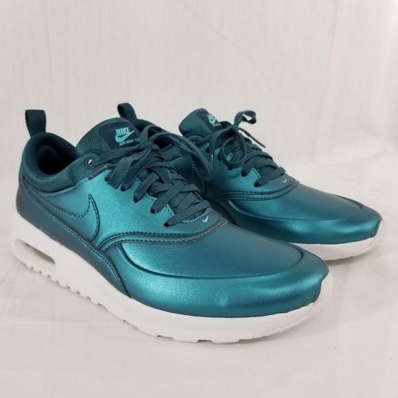 Nike Air Max Thea SE Sneakers in Sea Green